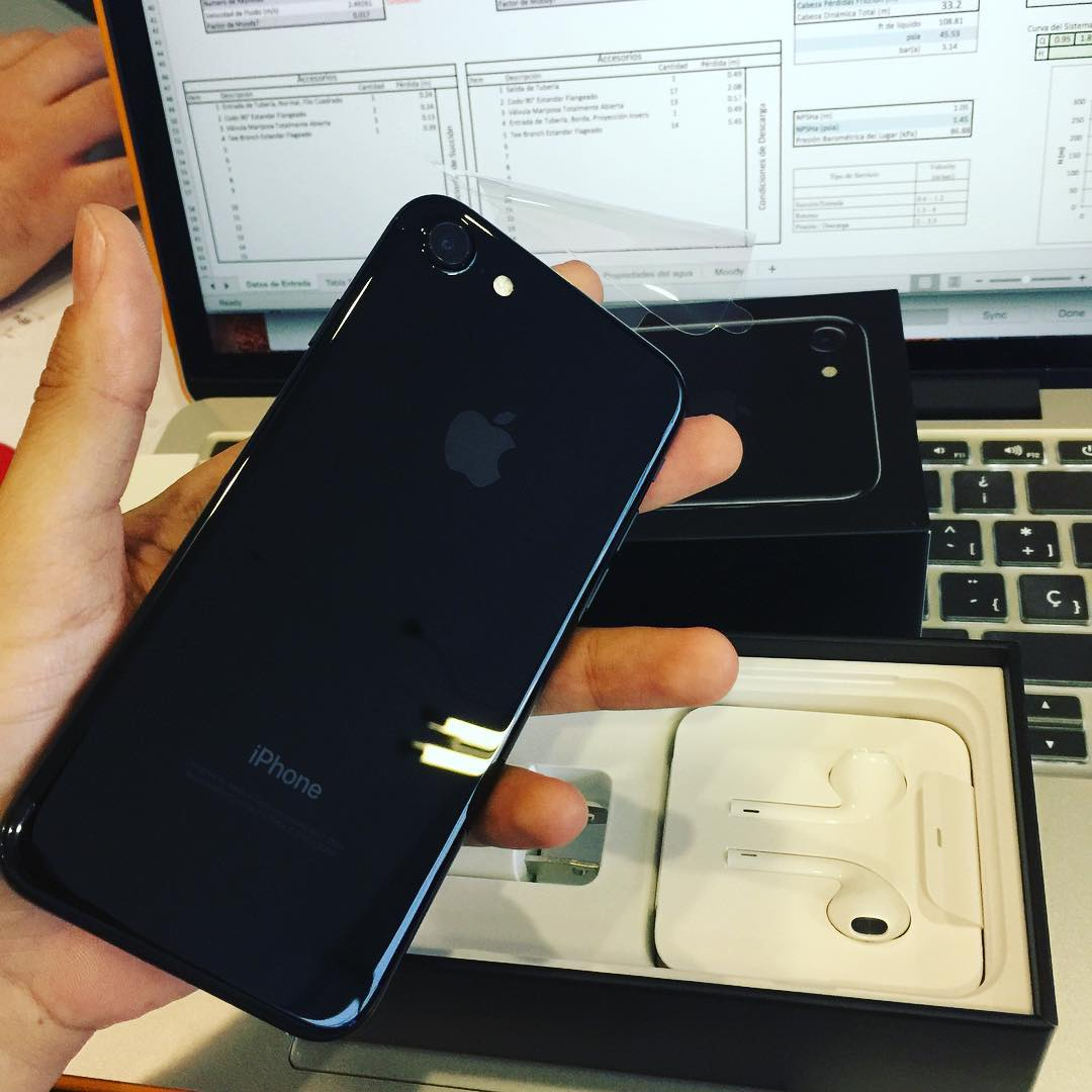 Jet Black is the way to go iphone7 jetblack costarica